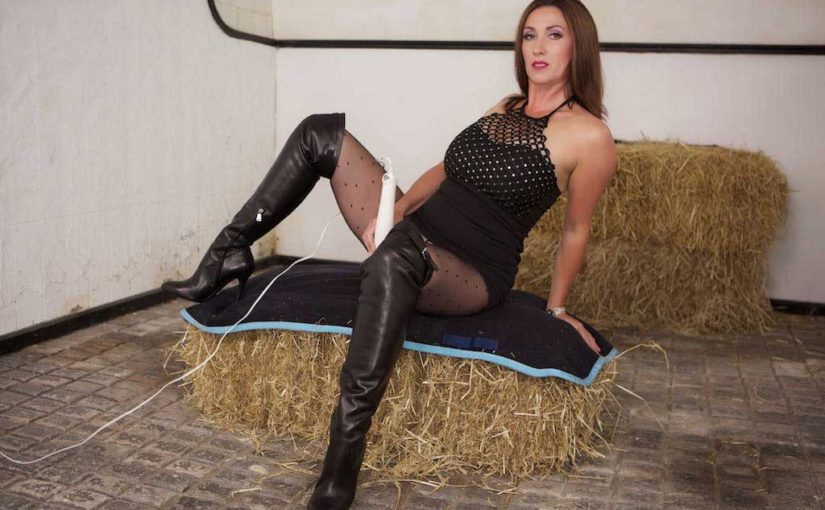 Nylon pantyhose and leather boots, Miss Hybrid.